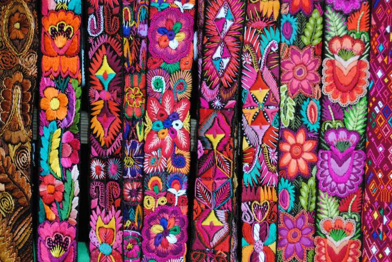 Exposici n y venta de llamativas telas chichicastenango - Artesanias con telas ...