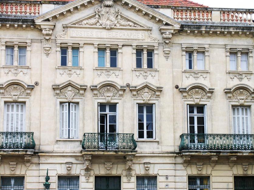 Edificio De Correos Arles Provenza Alpes Costa Azul Francia